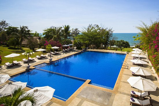 Victoria Phan Thiet Beach Resort & Spa: Pool from above