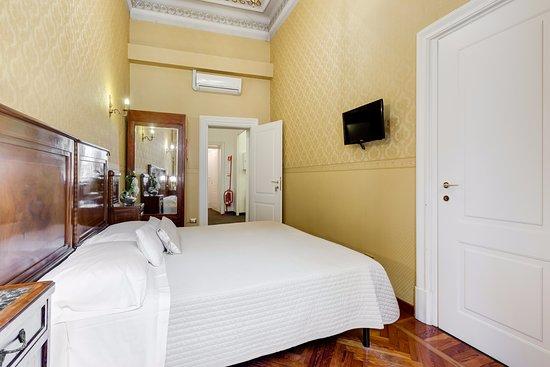 Camera Matrimoniale con bagno privato esterno - Foto di Affreschi ...