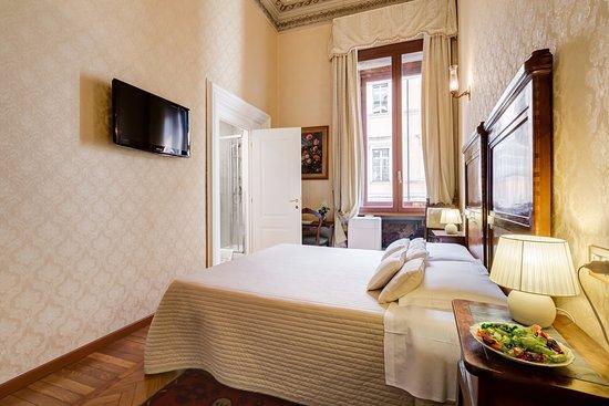 Camera Matrimoniale Classica 2 - Foto di Affreschi su Roma Luxury ...