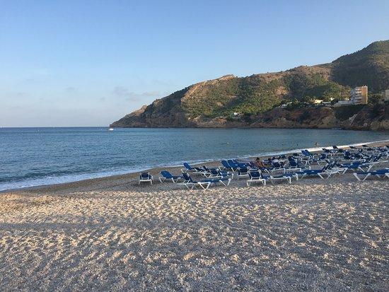 El Albir, إسبانيا: Пляж в Эль-Альбир