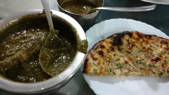 Surjit Food Plaza: Saag meat was like velvety smooth and awesome taste with kulcha