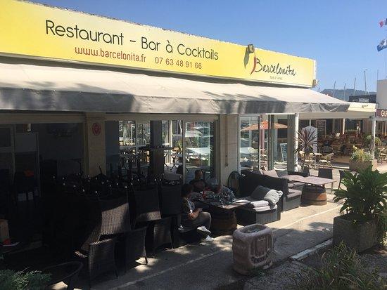 Saint-Cyr-sur-Mer, Francja: Il est temps de mettre à jour un peu nos photos depuis que j'ai racheté ce restaurant le 28 juil