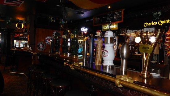 Le Plessis-Robinson, Frankreich: Avec 14 Bières pressions