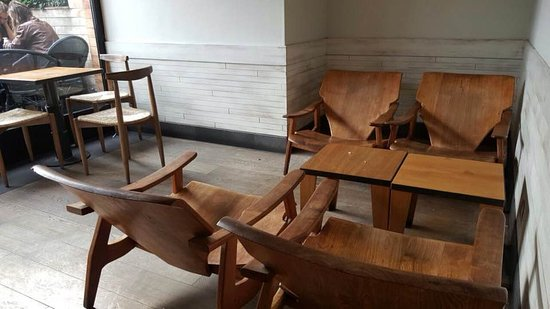 Exceptionnel Starbucks: Nice Wood Chairs