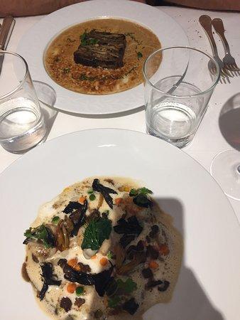 Lacave, Francia: Entrées : Saint Jacques, huître, champignons & terrine de cèpes, velouté de champignons