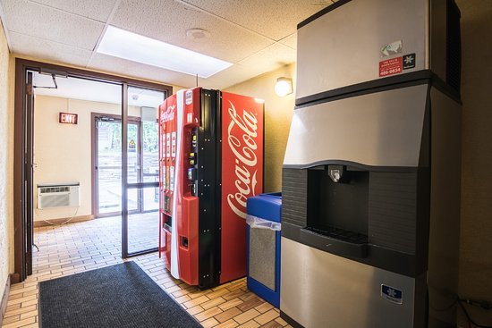 Motel 6 St Paul I-94: Vending