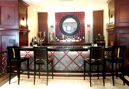 Park Avenue Grill - Skirvin Hilton: The bar
