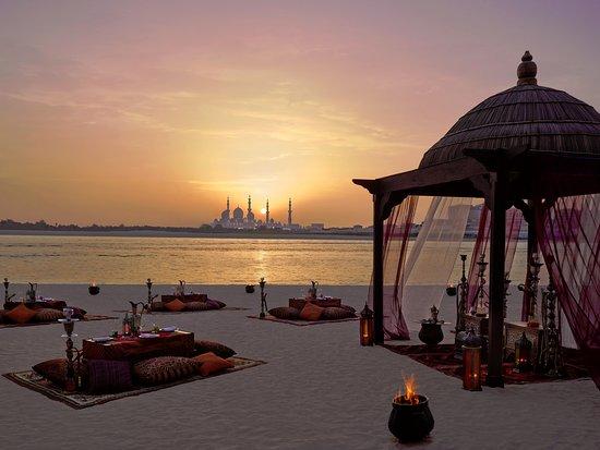 Shangri-La Hotel, Qaryat Al Beri, Abu Dhabi: Beach Lounge