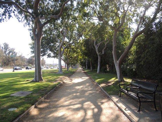 เบเวอร์ลีฮิลส์, แคลิฟอร์เนีย: ビバリーガーデンパーク