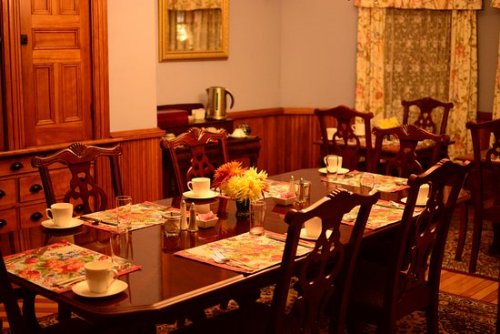 Jericho, VT: The breakfast room