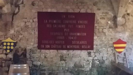 """Montreuil-Bellay, France: La """"Fameuse"""" confrérie des Sacavins"""
