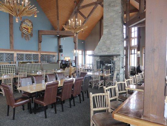 Eagle's Eye Restaurant - Kicking Horse Mountain Resort : Restaurant interior