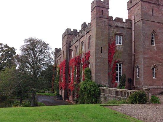 เพิร์ท, UK: Autumn colours on the Palace