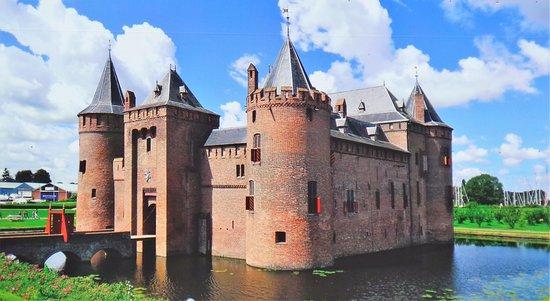 Muiden, Holland: Muiderslot in volle glorie