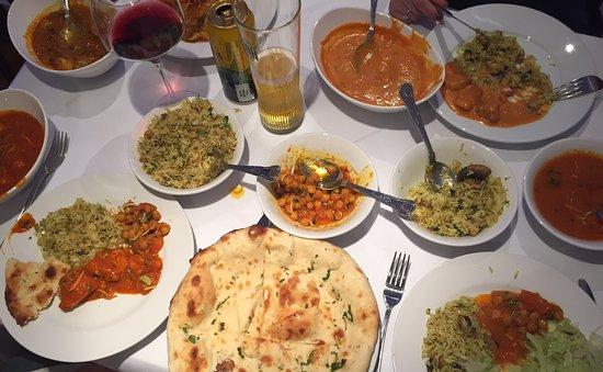 Bruton, UK: Steamed Rice, Chicken Tikka Masala, Garlic Naan, Chicken Vindaloo, Chana Masala, Mushroom Rice,