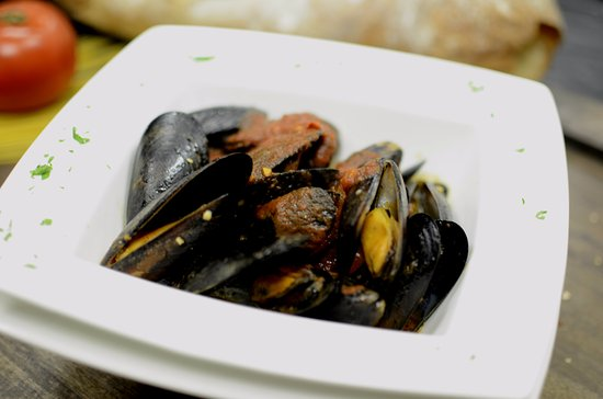 Warminster, PA: Santucci's Mussels with Marinara