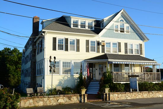 Kennebunk, ME: Lovely Frontage