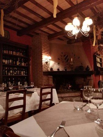 Carpegna, İtalya: interni curatissimi