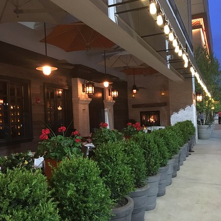 Newton, MA: Beautiful outdoor dining in Chestnut Hill MA