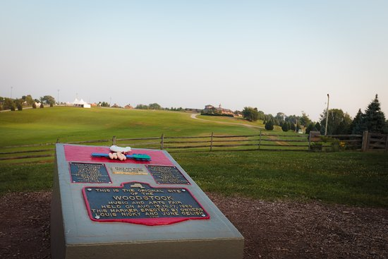 Bethel, นิวยอร์ก: The Woodstock Monument and historic site of the 1969 Woodstock festival.