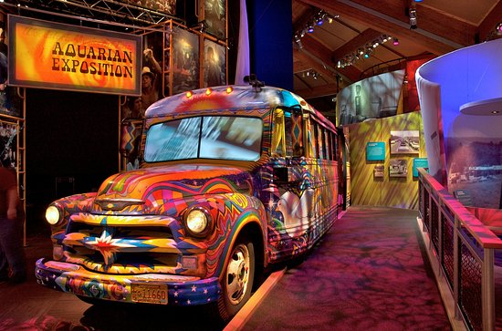 Bethel, นิวยอร์ก: Ride along this psychedelic bus as you take the journey to Woodstock.