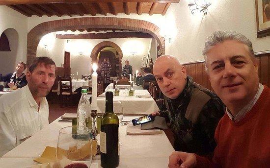 Montespertoli, Italia: venerdì a cena al focolare!