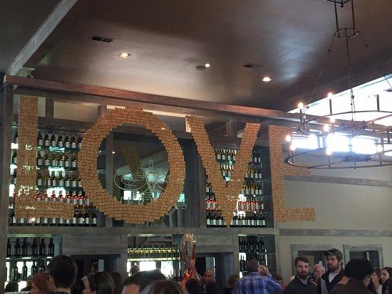 Charlottesville, Βιρτζίνια: Veritas Vineyard Tasting Room