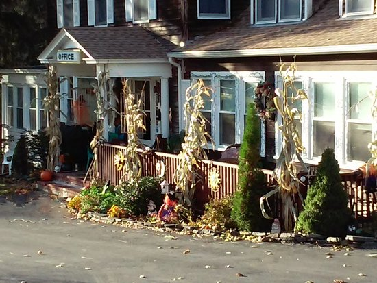Hillsdale, NY: Motel Office/Porch in the Fall