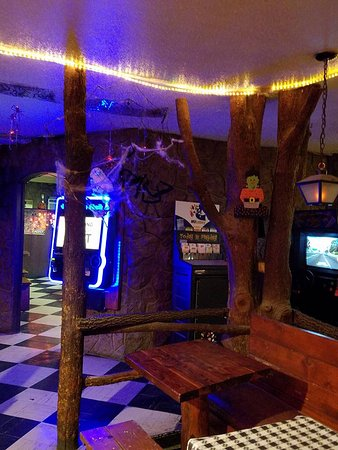 Pizza Cellar: Dining room inside with games for the kids and a jukebox for the adults