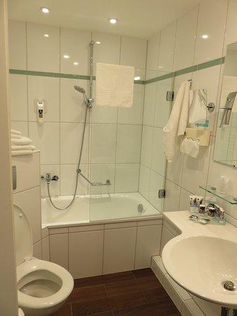 le robinet mal placé dans la baignoire de Mercure Strasbourg