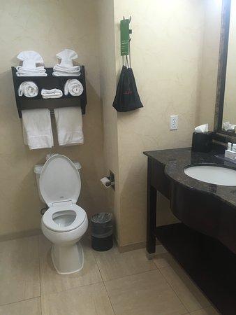 Kilgore, TX: Bathroom