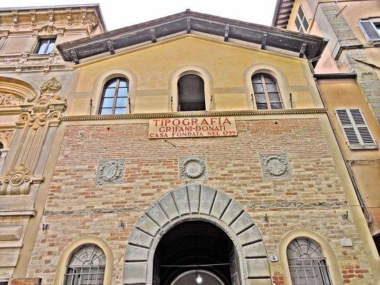 Tipografia Grifani Donati: la facciata della tipografia