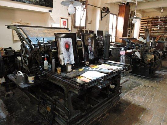 Tipografia Grifani Donati: interno della tipografia