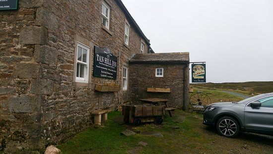 Low Row, UK: Tan Hill Inn
