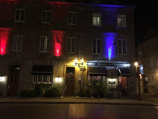 Manoir de L'Esplanade: front at night