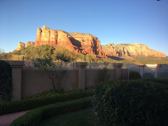 Canyon Villa Bed and Breakfast Inn of Sedona: View from our room. Amazing, quiet, dark skies at night and just perfect!