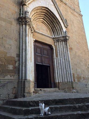 Monticchiello, Italia: Pieve dei Santi Leonardo e Cristoforo