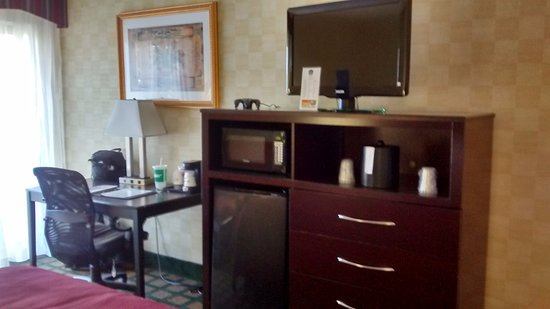 Keene, NH: Workspace and convenience items