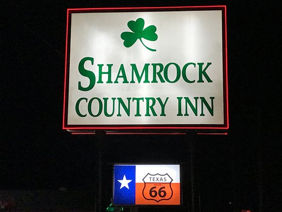 Shamrock, TX: Hotel Sign