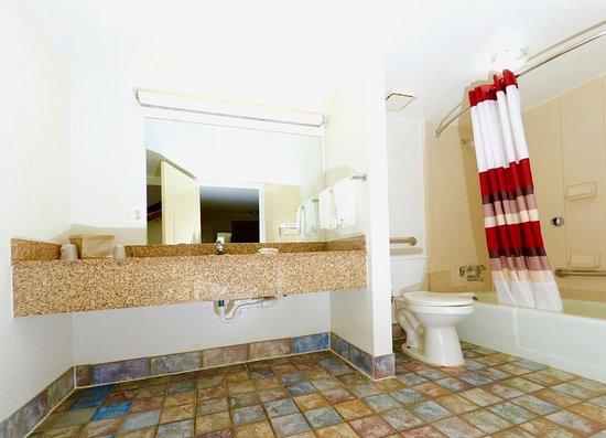 Suwanee, GA: Bathroom