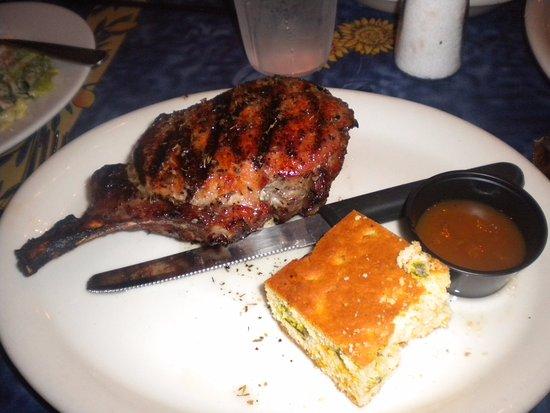 Oxford, Миссисипи: Double Pork Chop with Jalapeno cron bread and peach dipping sauce