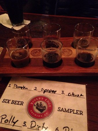 Milford, MI: 11 Beers on Tap with flights of 6. The food was good! Great atmosphere with visual of fermentati