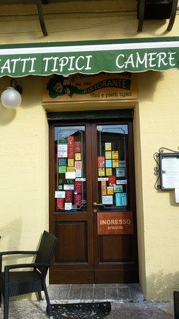 Trevi, Italia: Вход в ресторан Старая Почта, Треви.