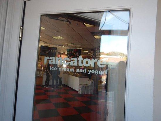 Rancatore's Ice Cream and Yogurt: Door
