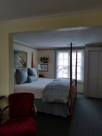 Jacksonville, OR: Four poster kingsize bed