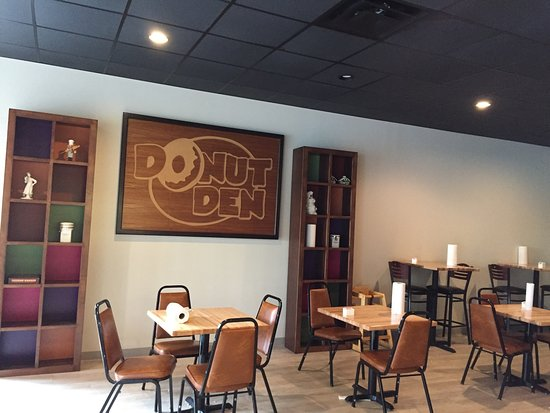 Joliet, IL: Newly remodeled, large dining area