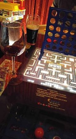 Somerville, MA: Bar area with games