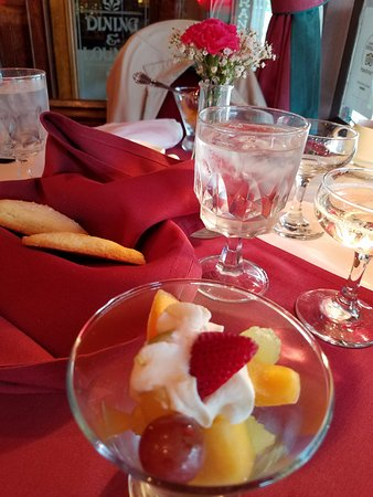 Jacksonville Inn Dining House: fruit to start