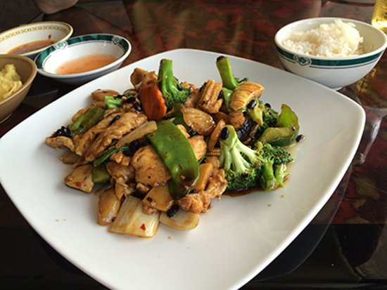 Walden, NY: Hunan Chicken with White Rice Dinner