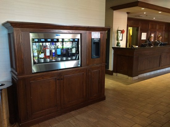 Hotel Chateau Laurier: Wine vending machine at Chateau Laurier!